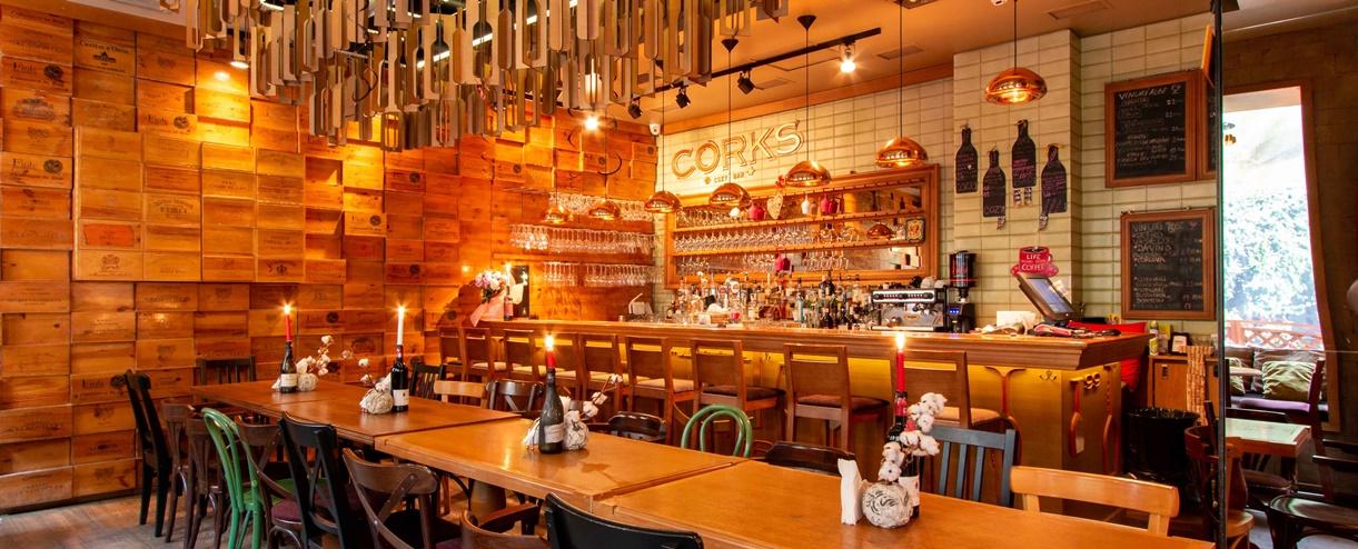 Restaurant CORKS Cozy Bar