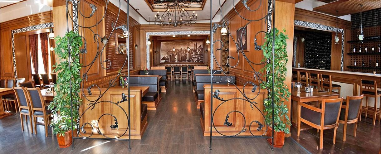 Restaurant Epoca Steak House & Wine Bar