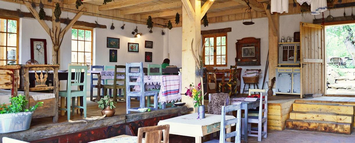 Restaurant Viscri 32 - White Barn & Blue House