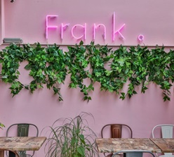 Restaurant Frank Dining & Dessert Bar